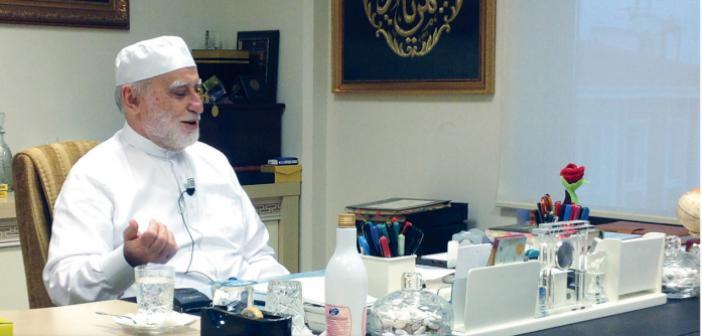 """""""Kurtuluşumuzun reçetesi Hakk'a güzel bir kul, topluma örnek bir müslüman olmak"""""""